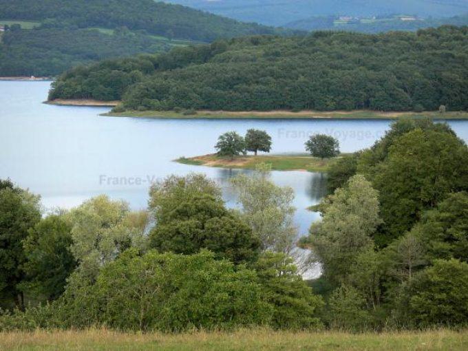 Le lac de Pannecière