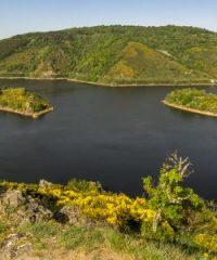 Le lac de retenue de Grandval