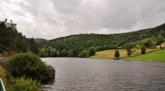 Lac de barrage de Saint Préjet